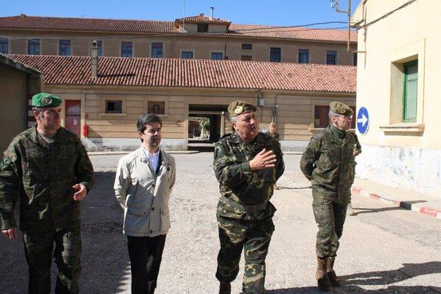 Luis Felipe ha visitado este miércoles el acuartelamiento Sancho Ramírez