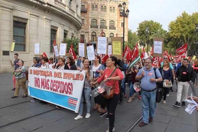 Protesta de trabajadores de comedores escolares en Sevilla