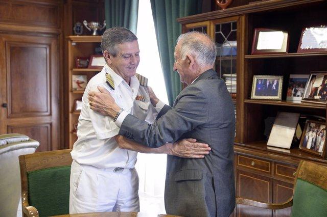 Blas Romero López, recibido por Gabriel Amat en el Palacio Provincial.