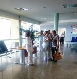 Una de las mesas informativas instaladas en el Hospital Valle del Guadiato