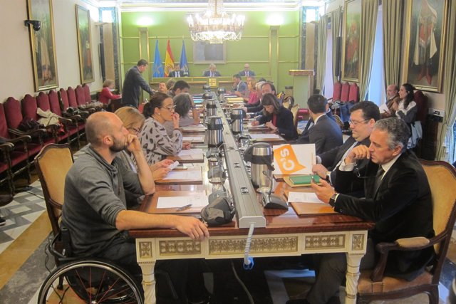 Pleno extraordinario del Ayuntamiento de Oviedo.