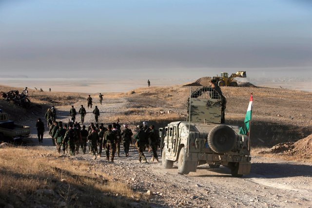 Fuerzas militares kurdo-iraquíes en la ofensiva sobre Mosul