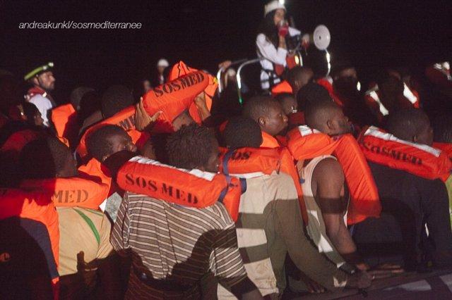 Rescate de SOS Méditerranée y MSF frente a las costas de Libia