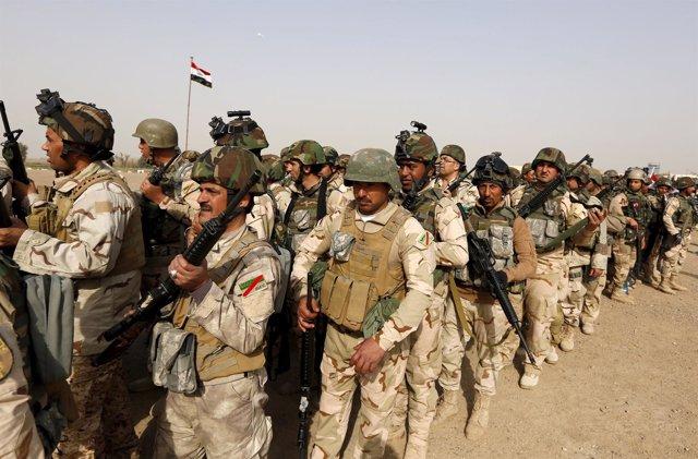Militares del Ejército iraquí se trasladan a Mosul para el asalto.