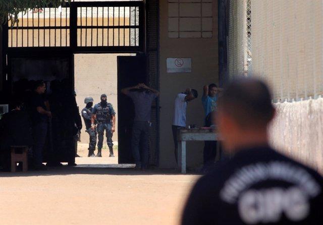 Enfrentamientos en dos centros penitenciarios de Brasil