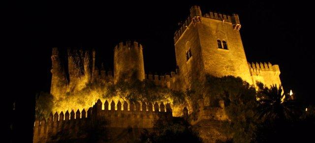 Imagen nocturna del Castillo de Almodóvar