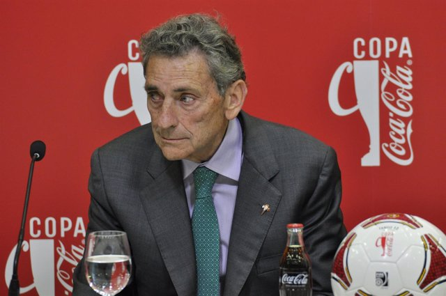 Carlos Mouriño.Presidente Del R.C Celta de Vigo.3º trofeo tarjeta blanca Coca-Co