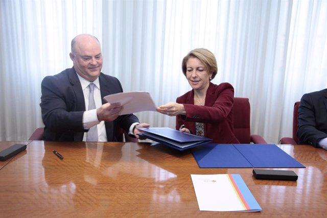 Firman del convenio entre CEU Cardenal Herrera y el Grupo Ribera Salud