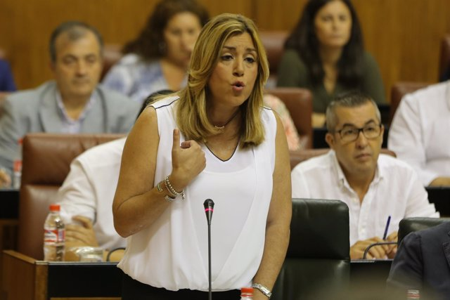 Susana Díaz responde a la oposición en el Pleno del Parlamento andaluz