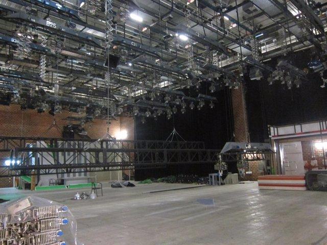 Imagen de uno de los estudios de Canal 9 vacío tras el cierre de RTVV