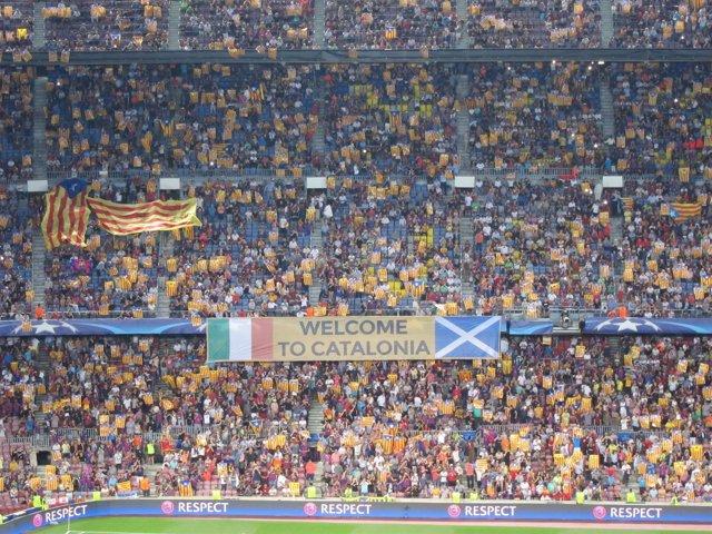 Esteladas en el Camp Nou (ARCHIVO)