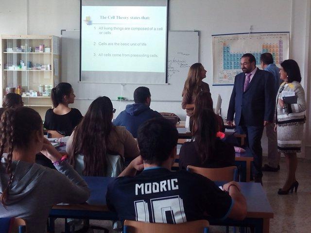 El delegado de Educación, Germán González, en el instituto Aynadamar