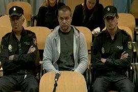 Antonio Ortiz afronta tranquilo y serio la segunda sesión con el visionado del relato de dos víctimas