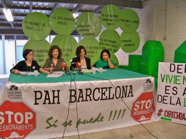 L.Fargas (Desc), E.Miralles (PAH), A.Franquesa (Irídia) y la denunciante