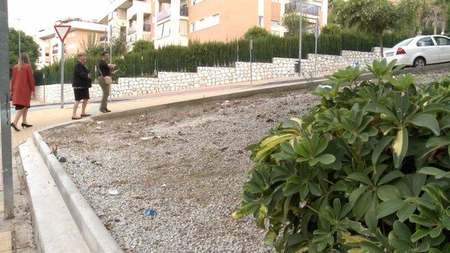 MAría del Carmen Moreno y Martín Palop en Ciudad Jardín para reclmar limpieza