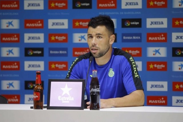 Javi Fuego, jugador del RCD Espanyol en rueda de prensa