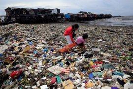 El tifón 'Lawin' deja cuatro muertos y miles de desplazados a su paso por Filipinas