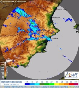 Amanece con cielos cubiertos y lluvias en Alicante