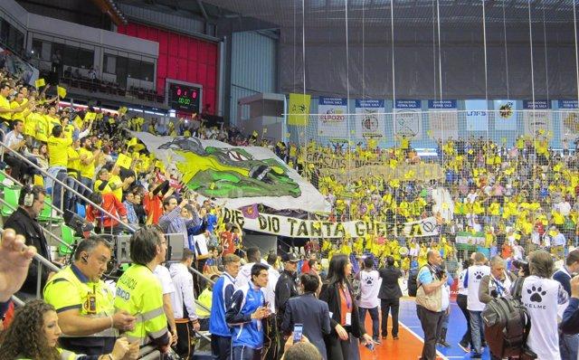 La afición del Jaén Paraíso Interior en el Quijote Arena