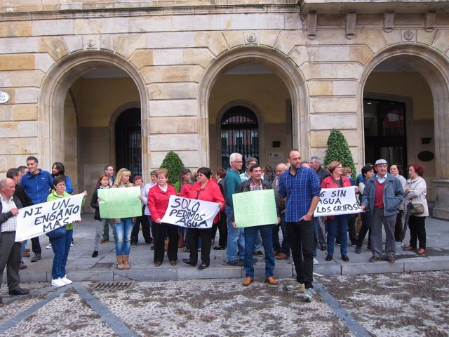 David Alonso XSP con vecinos de Fano y Lavandera afectados por la falta de agua