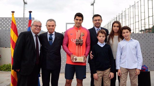 Luis Suárez recibe el premio Aldo Rovira