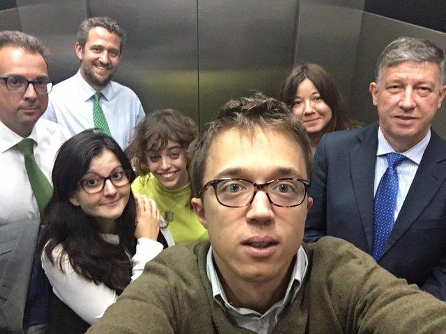Íñigo Errejón encerrado en un ascensor con diputados del PP