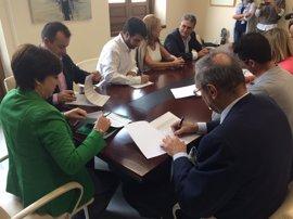 Junta, Cáritas y ayuntamientos garantizan la alimentación diaria de 450 personas