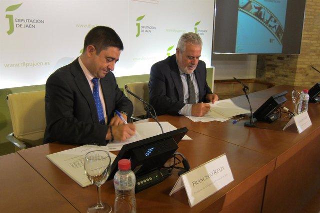 Reyes y Durán firman el convenio de colaboración entre Diputación y la RTVA.