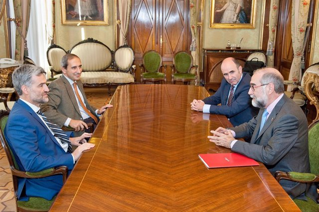 Carlosena, Sánchez-Tabernero, Ayerdi y Domínguez en la reunión