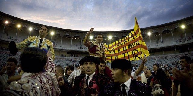 Pancarta de apoyo a los toros en Cataluña.