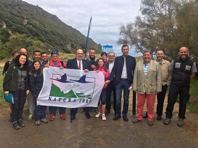 Jesús Oria visita del la restauración de la playa de Berria y El Dueso