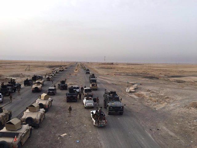 Columna del Ejército iraquí al sur de Mosul