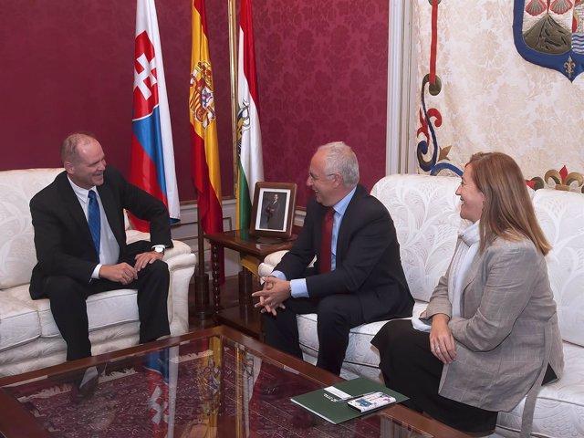 Embajador de la República Eslovaca en España, Vladimir Gracz