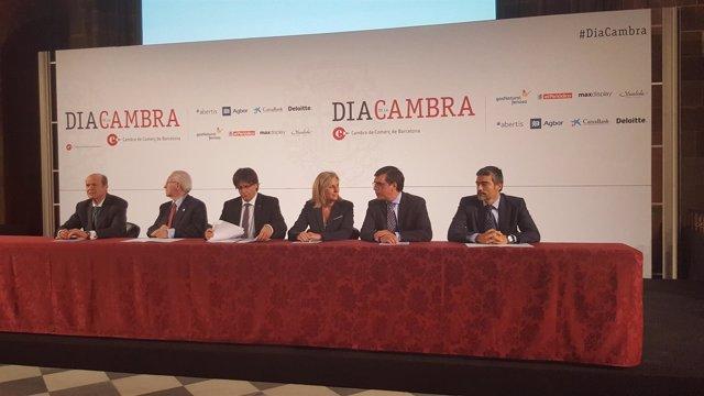 El presidente Carles Puigdemont con empresarios