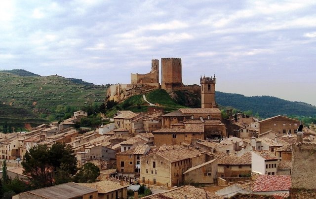 Fortaleza de Uncastillo y vista del municipio