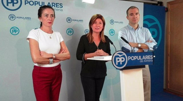 Parlamentarios por el PP de Almería informan sobre sanidad