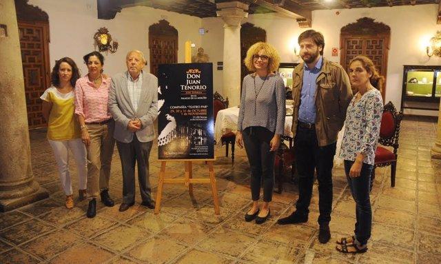 Ruz (centro), durante la presentación de la obra