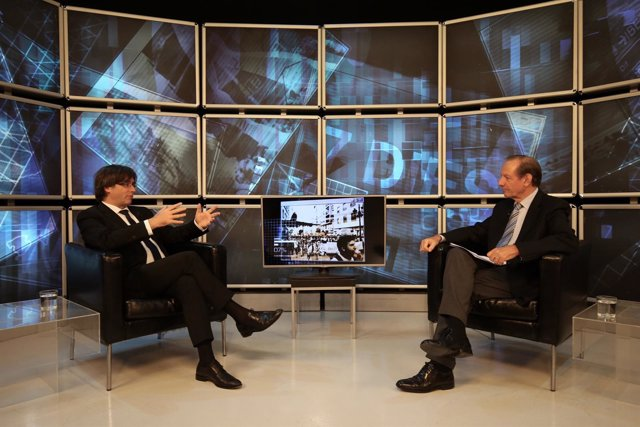 El presidente Carles Puigdemont en una entrevista en El 9 TV