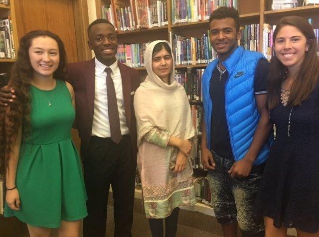 Malala visita un instituto en Colorado