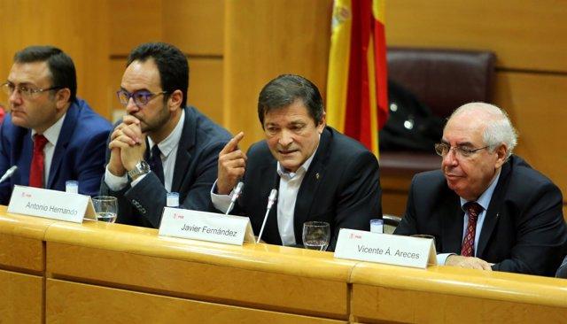 Javier Fernández preside la reunión del Grupo Socialista en el Senado