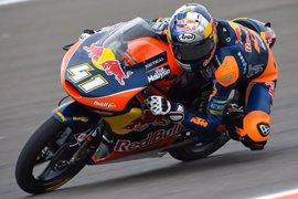 Binder conquista la pole en una accidentada sesión en Moto3