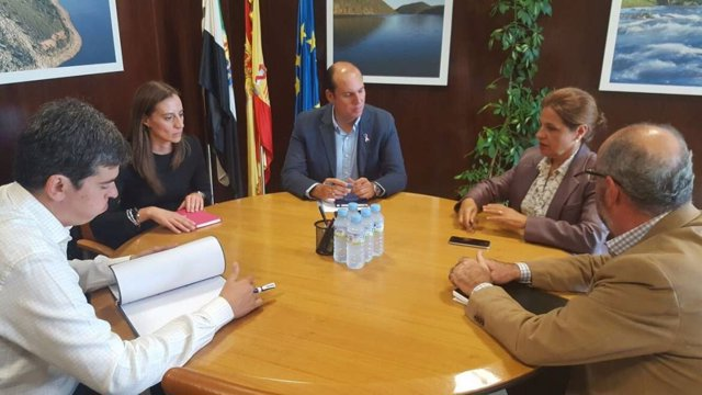 La consejera de Hacienda en su reunión con diputados del Grupo Popular