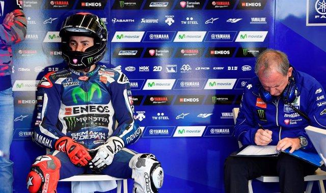 Jorge Lorenzo en boxes en el Gran Premio de España