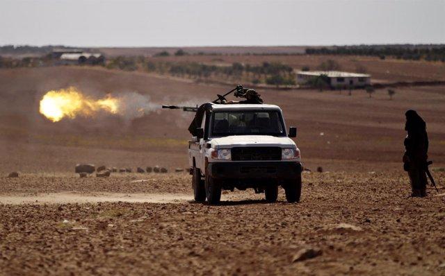 Rebeldes disparando en Alepo, Siria