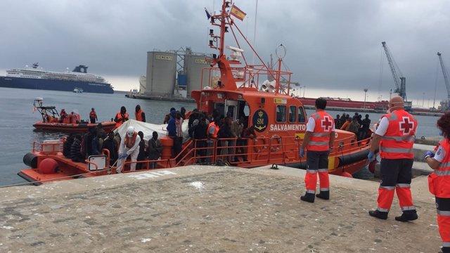 Patera llegada al puerto de Málaga el 22 de octubre de 2016