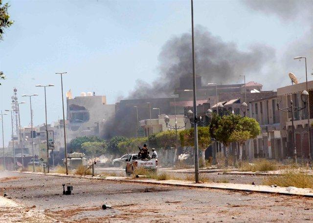 Combates entre fuerzas libias y Estado Islámico en Sirte
