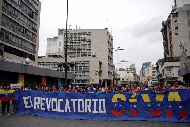 Manifestación por el referéndum revocatorio en Venezuela