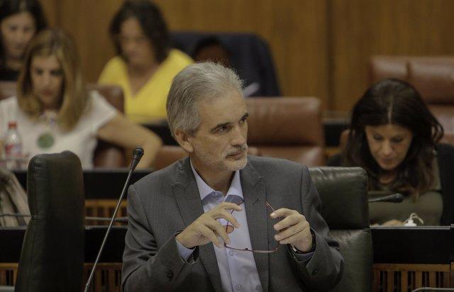Aquilino Alonso en el Pleno del Parlamento