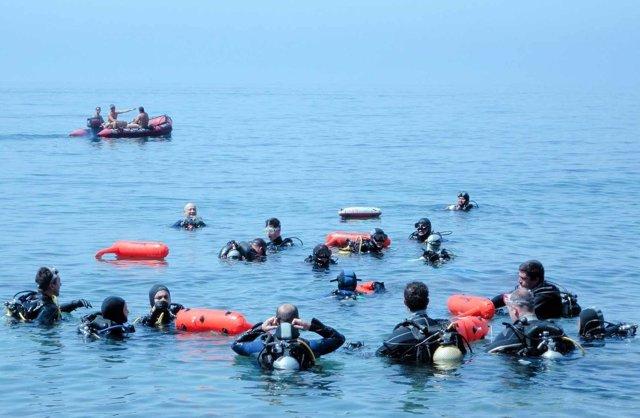 Buceadores limpian fondos marinos maro cerro gordo