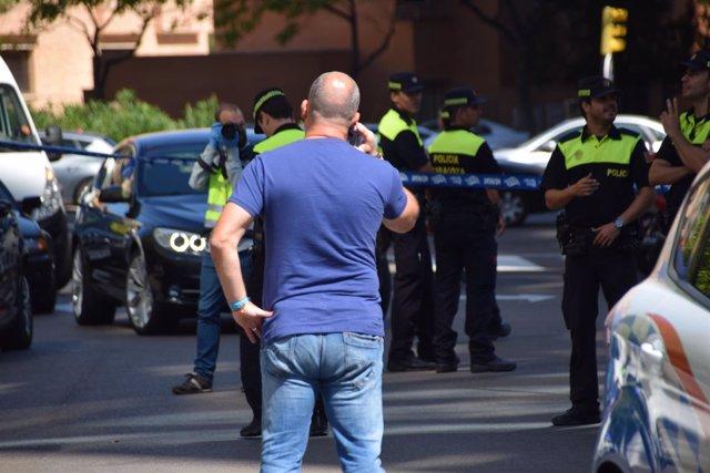 Agentes de la Policía Nacional y Policía Local, en el lugar de los hechos.